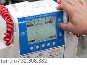 Купить «Портативный дефибриллятор-монитор ДКИ-Н-10 «Аксион» используется в медицинских стационарах, кардиологических диспансерах, для оснащения бригад скорой и неотложной медицинской помощи», фото № 32308382, снято 17 октября 2019 г. (c) А. А. Пирагис / Фотобанк Лори