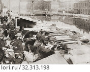 Купить «Belgian soldiers defending the sandbagged Willebrock Canal from the advancing Germans during WWI. From The Pageant of the Century, published 1934.», фото № 32313198, снято 22 июля 2019 г. (c) age Fotostock / Фотобанк Лори