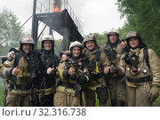 Fire brigade of Fire Department of Federal Fire Service in Kamchatka during fire extinguishing, training to overcome fire zone of psychological training for firefighters (2019 год). Редакционное фото, фотограф А. А. Пирагис / Фотобанк Лори