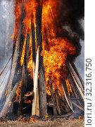 Bonfire of wooden boards and automobile tires, flame of red fire, black smoke. Стоковое фото, фотограф А. А. Пирагис / Фотобанк Лори