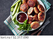 Купить «overhead view of fried Polish Meat Patties», фото № 32317090, снято 20 июля 2019 г. (c) Oksana Zh / Фотобанк Лори
