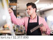 Купить «Joiner looking for necessary tools», фото № 32317890, снято 8 апреля 2017 г. (c) Яков Филимонов / Фотобанк Лори
