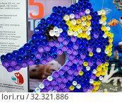 Морской конек из пробок от пластиковых бутылок. Стоковое фото, фотограф Вячеслав Палес / Фотобанк Лори