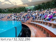 Children and adults sit on their places, wait for animal show. Sea lions show is in Loro Park. The Loro Parque is the largest zoo in Europe. Puerto de la Cruz, Tenerife, Spain (2016 год). Редакционное фото, фотограф Кекяляйнен Андрей / Фотобанк Лори