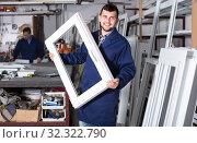 Купить «Workman is demonstrating PVC manufacturing output», фото № 32322790, снято 30 марта 2017 г. (c) Яков Филимонов / Фотобанк Лори