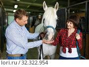 Купить «Portrait of man and woman with roan horse», фото № 32322954, снято 26 ноября 2018 г. (c) Яков Филимонов / Фотобанк Лори