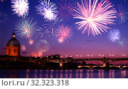 Toulouse Saint Pierre bridge and night fireworks (2017 год). Стоковое фото, фотограф Сергей Новиков / Фотобанк Лори