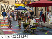 Visitors to Doyers Street in Chinatown in New York on Saturday, August 3, 2019 enjoy the 'Asphalt Art' by Moncho1929 as part of the Chinatown Seasonal... Редакционное фото, фотограф Richard Levine / age Fotostock / Фотобанк Лори