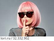 Купить «happy woman in pink wig and black sunglasses», фото № 32332902, снято 30 сентября 2019 г. (c) Syda Productions / Фотобанк Лори