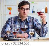 Купить «Professional sommelier tasting red wine», фото № 32334050, снято 31 марта 2017 г. (c) Elnur / Фотобанк Лори