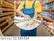 Купить «Assistant and customer with color palette, diy», фото № 32339534, снято 18 августа 2019 г. (c) Tryapitsyn Sergiy / Фотобанк Лори