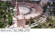 Купить «Aerial view of Plaza d'Espana with park and a bridge on ver the canal in Sevilla», видеоролик № 32340210, снято 19 апреля 2019 г. (c) Яков Филимонов / Фотобанк Лори