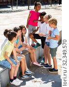 Eight children are talking about play on walk in the park. Стоковое фото, фотограф Яков Филимонов / Фотобанк Лори