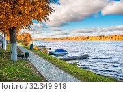 Волга в Плёсе View of the Volga river from the shore in Plyos (2019 год). Стоковое фото, фотограф Baturina Yuliya / Фотобанк Лори