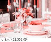 Beautiful table setting in Living Coral color. Стоковое фото, фотограф Ольга Сергеева / Фотобанк Лори