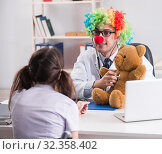 Funny pediatrician with little girl at regular check-up. Стоковое фото, фотограф Elnur / Фотобанк Лори