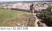 Panoramic view from drone of the castle Montemor o Novo. The Alcaides palace ruins. Evora district. Alentejo, Portugal (2019 год). Стоковое видео, видеограф Яков Филимонов / Фотобанк Лори