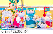Купить «Handmade funny soft doll toys at an exhibition sale.», фото № 32366154, снято 27 июля 2019 г. (c) Акиньшин Владимир / Фотобанк Лори