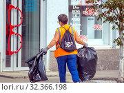 Купить «Russia, Samara, July 2019: Public service workers clean up the street on a sunny summer day», фото № 32366198, снято 27 июля 2019 г. (c) Акиньшин Владимир / Фотобанк Лори