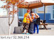 Купить «Russia, Samara, July 2019: Public service workers clean up the street on a sunny summer day», фото № 32366214, снято 27 июля 2019 г. (c) Акиньшин Владимир / Фотобанк Лори