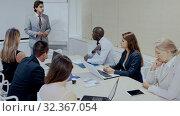 Купить «Male angry boss blaming female office worker in office», видеоролик № 32367054, снято 9 декабря 2019 г. (c) Яков Филимонов / Фотобанк Лори