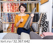 Woman showing thumbs up in tissue store. Стоковое фото, фотограф Яков Филимонов / Фотобанк Лори