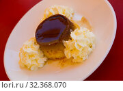 Sweet creme dessert with caramel crust flan con nata, typical catalan dessert. Стоковое фото, фотограф Яков Филимонов / Фотобанк Лори