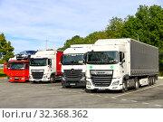 Купить «Semi-trailer trucks», фото № 32368362, снято 14 сентября 2019 г. (c) Art Konovalov / Фотобанк Лори