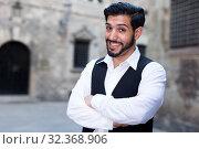 Купить «Confident macho man with arms crossed», фото № 32368906, снято 5 августа 2017 г. (c) Яков Филимонов / Фотобанк Лори