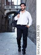 Man walking along old town street. Стоковое фото, фотограф Яков Филимонов / Фотобанк Лори