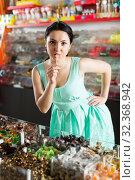 Portrait of smiling shopgirl suck candy. Стоковое фото, фотограф Яков Филимонов / Фотобанк Лори