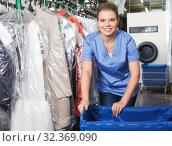 Купить «Ordinary female worker of laundry during work», фото № 32369090, снято 9 мая 2018 г. (c) Яков Филимонов / Фотобанк Лори