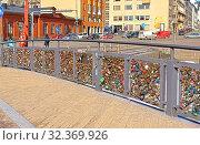 Купить «Bridge of Love in Helsinki. Finland», фото № 32369926, снято 24 марта 2018 г. (c) Валерия Попова / Фотобанк Лори