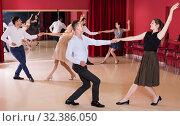 Young group people dancing lindy hop in pairs. Стоковое фото, фотограф Яков Филимонов / Фотобанк Лори
