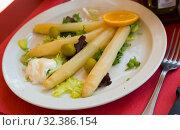 Купить «Steamed white asparagus», фото № 32386154, снято 12 декабря 2019 г. (c) Яков Филимонов / Фотобанк Лори