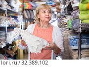 customer female choosing cotton tablecloths in the textile store. Стоковое фото, фотограф Яков Филимонов / Фотобанк Лори