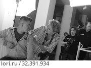 Купить «Фотограф и модель», эксклюзивное фото № 32391934, снято 3 ноября 2019 г. (c) Дмитрий Неумоин / Фотобанк Лори