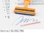 Купить «Ein Stempel aus Holz liegt auf einem Dokument. Aufschrift Kassaeingang», фото № 32392786, снято 8 декабря 2019 г. (c) age Fotostock / Фотобанк Лори