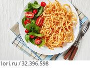 Купить «fresh spinach and tomato salad with crispy onions», фото № 32396598, снято 18 сентября 2019 г. (c) Oksana Zh / Фотобанк Лори