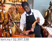 Купить «Salesman cutting ham for sale», фото № 32397338, снято 9 января 2019 г. (c) Яков Филимонов / Фотобанк Лори