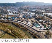 Купить «Big chemical factory», фото № 32397498, снято 5 марта 2019 г. (c) Яков Филимонов / Фотобанк Лори