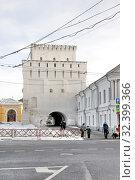 Знаменская (Власьевская) башня на площади Волкова в Ярославле (2017 год). Редакционное фото, фотограф stargal / Фотобанк Лори