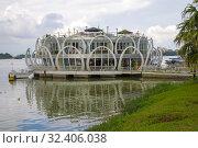 Купить «Здание туристического-информационного центра на Ароматной реке крупным планом. Хюэ, Вьетнам», фото № 32406038, снято 15 декабря 2015 г. (c) Виктор Карасев / Фотобанк Лори