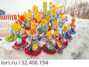 Купить «Russia, Samara, March 2019: Disposable Shrovetide dolls prepared for burning at the winter farewell festival.», фото № 32406194, снято 10 марта 2019 г. (c) Акиньшин Владимир / Фотобанк Лори