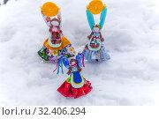 Купить «Russia, Samara, March 2019: Disposable Shrovetide dolls prepared for burning at the winter farewell festival.», фото № 32406294, снято 10 марта 2019 г. (c) Акиньшин Владимир / Фотобанк Лори