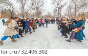 Купить «Russia, Samara, March 2019: Shrovetide. National holiday on the wires of winter. Battle of Stenos. Competition of men from wall to wall. Fist fights.», фото № 32406302, снято 10 марта 2019 г. (c) Акиньшин Владимир / Фотобанк Лори