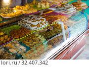 Купить «Different bakery sweets on the counter at the entrance to the Paris Mosque», фото № 32407342, снято 10 октября 2018 г. (c) Яков Филимонов / Фотобанк Лори