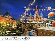 Купить «Флажки и украшения Красной Площади Flags and other New Year decorations of Red Square», фото № 32407450, снято 16 декабря 2018 г. (c) Baturina Yuliya / Фотобанк Лори