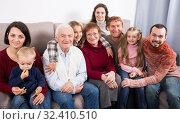 Glad large family making numerous photos. Стоковое фото, фотограф Яков Филимонов / Фотобанк Лори