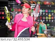 Купить «female is standing with new rockets for tennis and padel», фото № 32410534, снято 7 февраля 2018 г. (c) Яков Филимонов / Фотобанк Лори